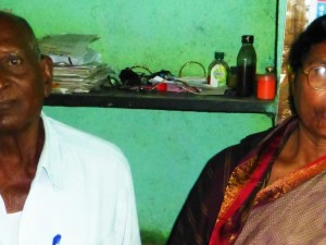 woman farmer from Vidarbha with husband
